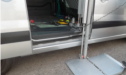 Peugeot Expert dotata di sollevatore laterale interno per carico di piccole carrozzine