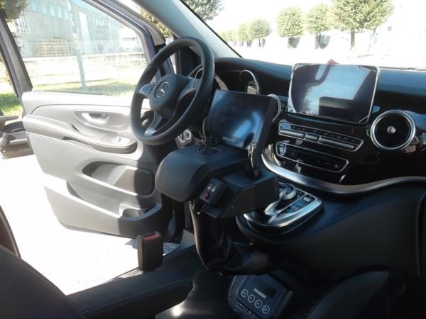 Sali e guida con sistema digitale guida con joystick