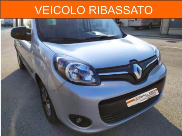 Renault Kangoo con ribassamento del pianale e pedana manuale